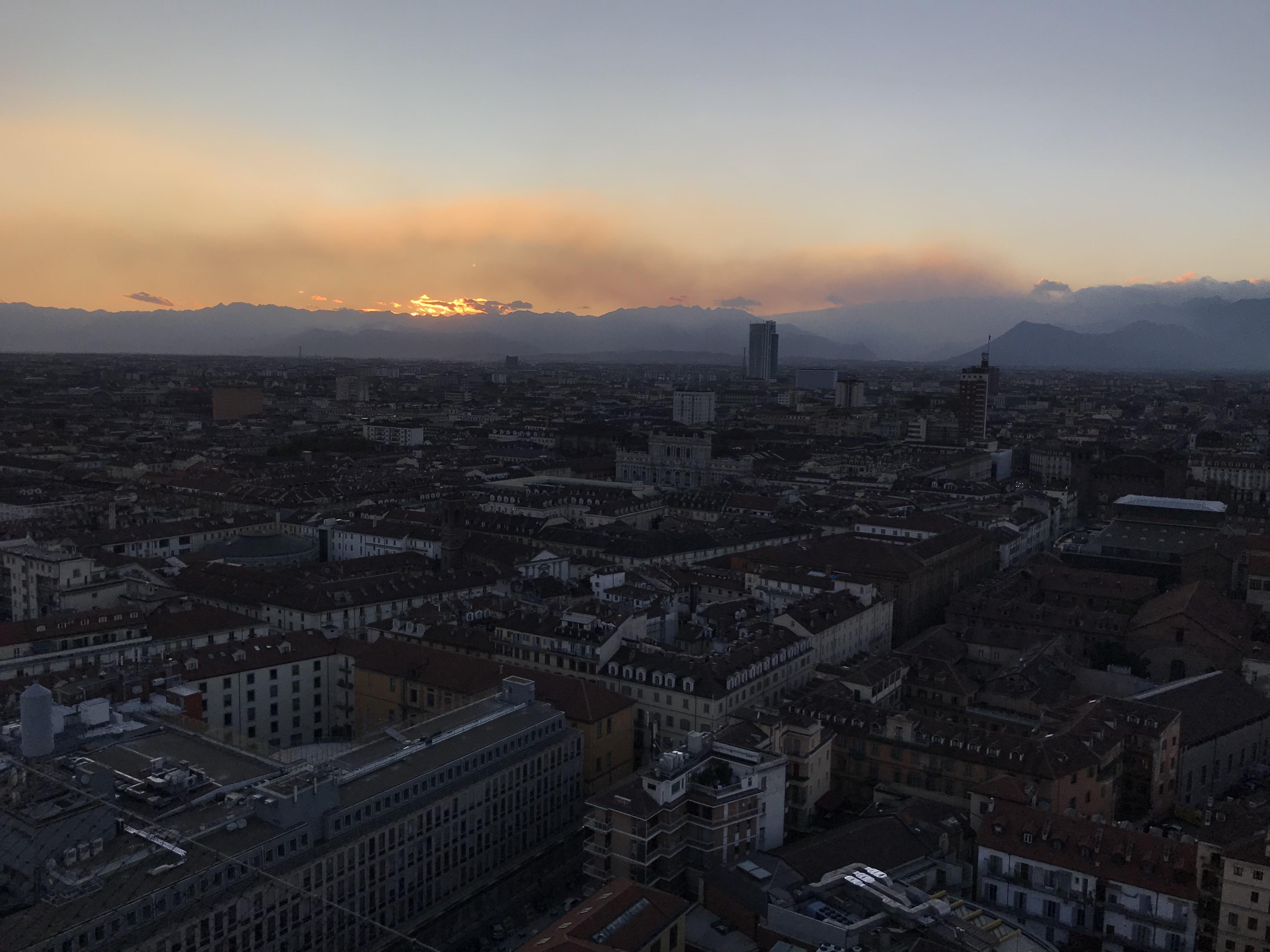 Fumo incendi su Torino